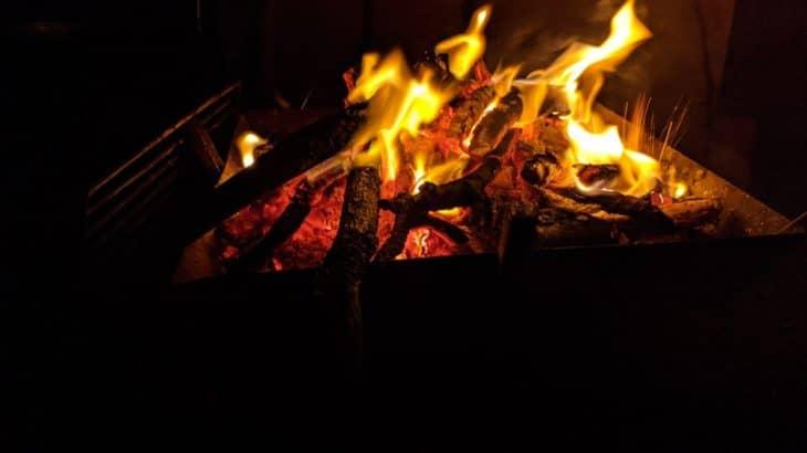 泣きたくなったら沖縄・久米島へ。癒やしの焚き火体験はいかが?